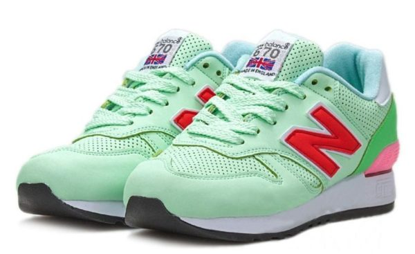 Мятные кроссовки New Balance